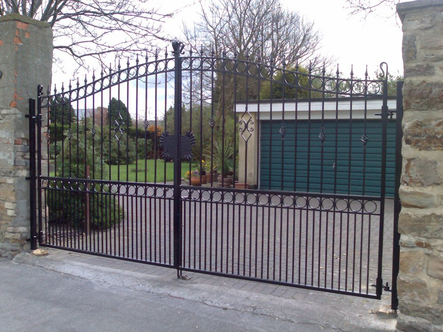 Wrought iron gates express gates wrought iron gates for Aluminum gates for driveways